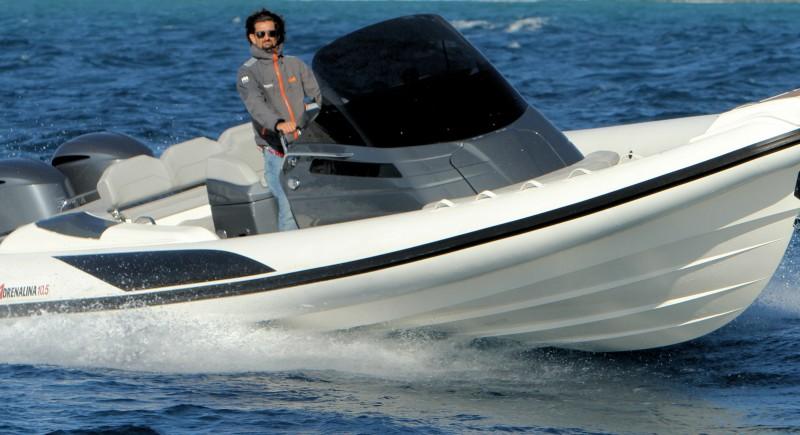 Моторна лодка LOMAC Adrenlina 10.5