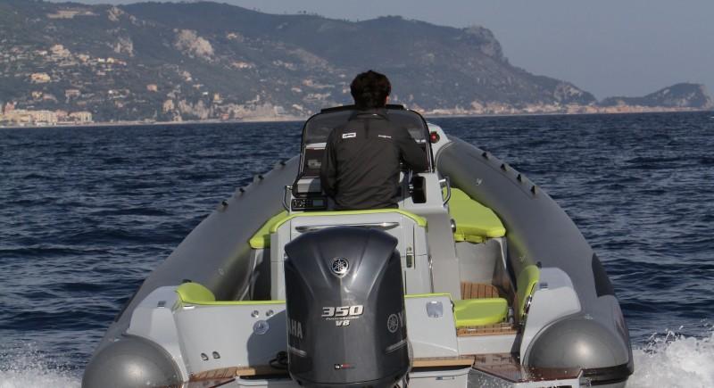 Моторна лодка LOMAC Adrenalina 8.5
